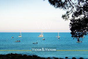 océan bleu voiliers mouillage crique Victor & Victoire immobilier Real Estate agency