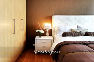 chambre appartement confortable bouquet roser blanche oreiller coussins nature Victor & Victoire immobilier Real Estate agency