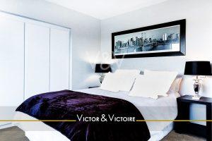 chambre parentale placard chevets cadre plais violet Victor & Victoire immobilier Real estate agency