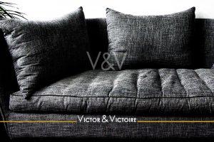 appartement T1 Nantes centre canapé tissu gris confort coussin Victor & Victoire-immobilier-Real estate agency