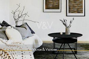 salon coussins tables basses noir blanc Victor & Victoire-immobilier-Real estate agency