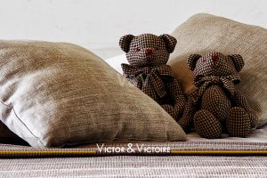 chambre enfant ours peluche tissu carreaux Agence immobilière Victor & Victoire, Real estate agency