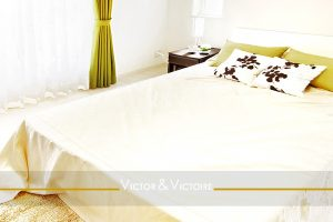 chambre lumineuse king size vente appartement Paris 19e Agence immobilière Victor & Victoire, Real estate agency