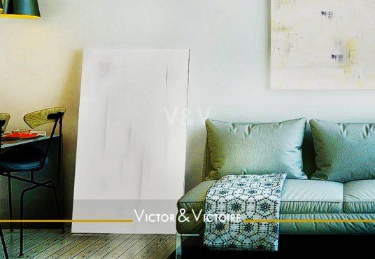 canapé salon atelier artiste toile tableau agence-immobilière-victor-victoire-real-estate-agency