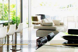 Séjour cuisine sur jardin et terrasse appartement T3 maison Les Sables d'Olonne agence immobilière victor-victoire real estate agency
