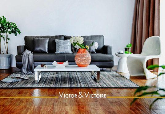 canapé table basse vase rouge fleurs séjour appartement t2 Sables Olonne agence-immobilière-victor-victoire-real-estate-agency