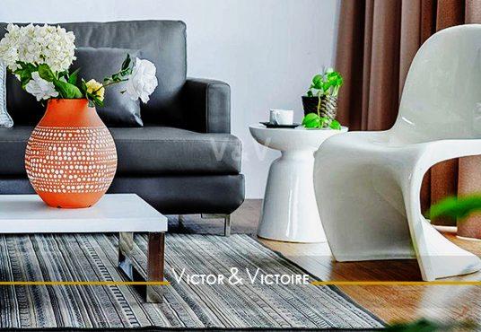 séjour canapé baie table basse fauteuil design PVC parquet vente appartement t2 Paris 19eme Nantes Agence immobilière Victor & Victoire. Real estate agency